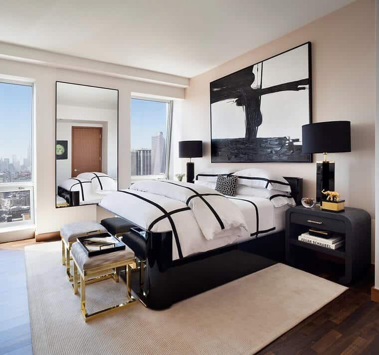 Una de las tendencias en diseños de dormitorios para 2020 son los colores sobre fondo blanco.