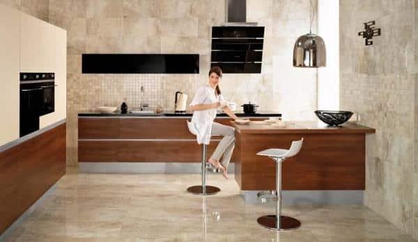 Las cocinas con azulejos no pasan de moda y seguirán siendo una de las tendencias en muebles de cocina para 2020.
