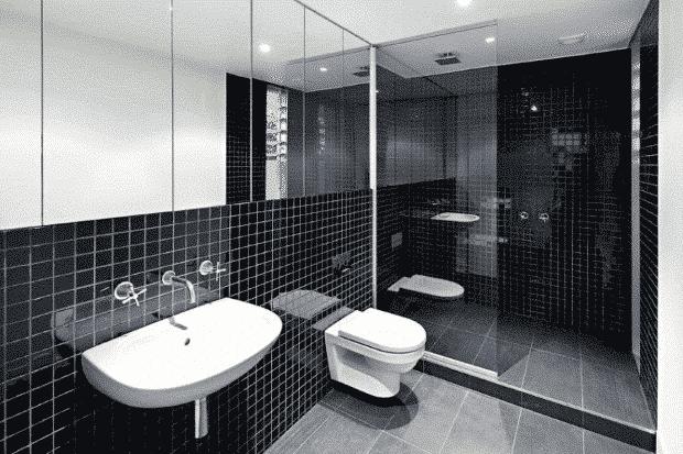 Una de las tendencias en muebles de baño para 2020 es el color negro.