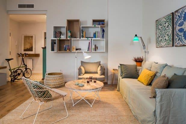 El orden y espacio es fundamental en la decoración de salas de estar.